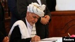 حزب اسلامی کے ساتھ امن معاہدے پر افغان صدر اشرف غنی نے دستخط کیے