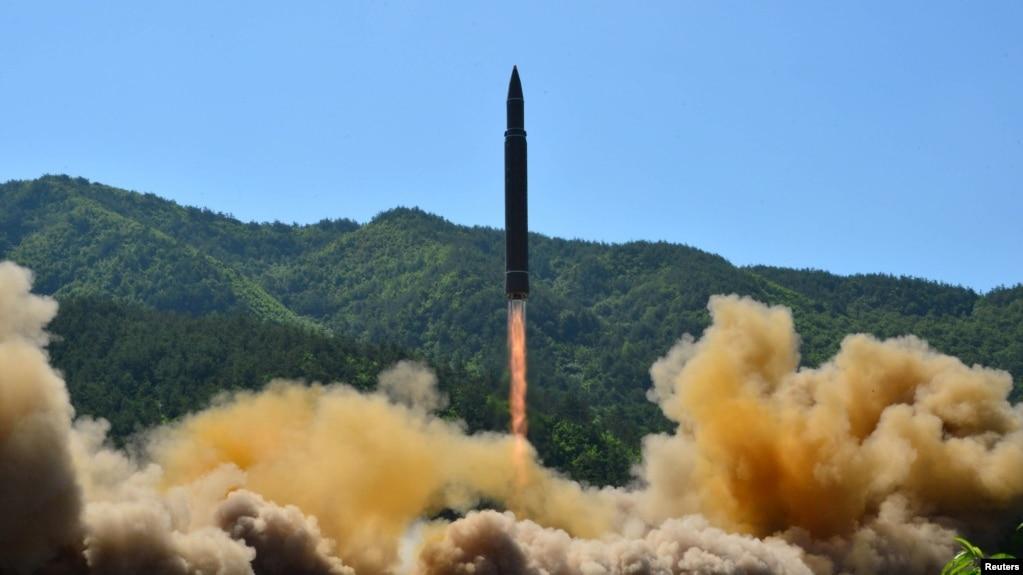 Tư liệu- Tên lửa đạn đạo xuyên lục địa Hwasong-14 của Bắc Triều Tiên trong một vụ phóng thử.