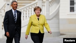 German Chancellor Angela Merkel and U.S. President Barack Obama walk to inspect the guard of honour during a welcoming ceremony at Schloss Herrenhausen in Hanover, Germany, April 24, 2016.