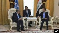 안토니우 구테흐스 유엔 사무총장(왼쪽)이 30일 이라크 바그다드에서 살림 알주부리 이라크 의회 대변인과 만남을 가졌다.