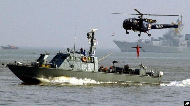 Hải quân Ấn Độ trong một cuộc tập trận ngoài khơi bờ biển của Bombay.