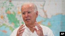 Prezidan Joe Biden patisipe nan yon rankont sou repons gouvenman federal la apre dega Ouragan Ida koze nan Pawas St. John, vil LaPlace, Louizyann, 3 Sept. 2021.