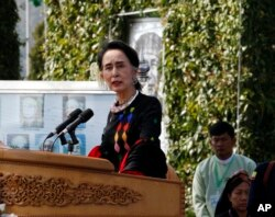 Myanmar State Counsellor Aung San Suu Kyi delivers a speech during Union Day celebrations in Panglong, Myanmar, Feb. 12, 2017. Suu Kyi has called on all armed ethnic groups to sign a nationwide cease-fire.