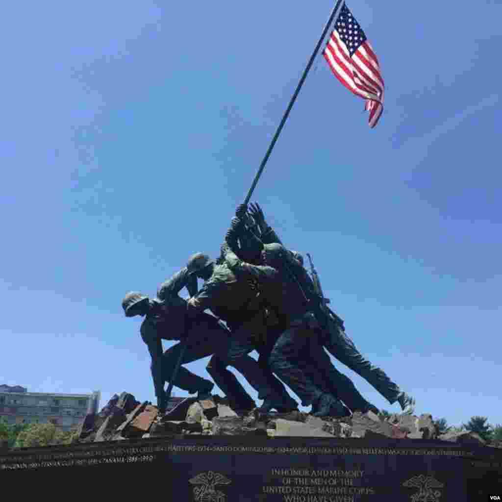Меморіал пам'яті битви за Іводзіму, першої військової операції США на території Японії у ході Другої світової війни. У битві за острів загинули близько 7 тисяч американських військових.