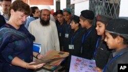 امریکہ کی جانب سے پشاور کے اسکولوں کی بحالی کے لیے معاونت