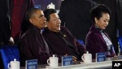 奧巴馬(左)與習近平(中)共同出席會議