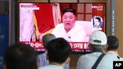 韩国新闻报道中金正日画面 Sept. 25, 2020 (美联社)