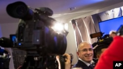Cựu tỷ phú Nga Khodorkovsky nói chuyện buổi họp báo đầu tiên ở Berlin