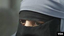 Foto ilustrasi: wanita muslim mengenakan cadar.