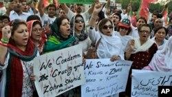 5月19日數百名哀悼者聚集起來,為在卡拉奇遭槍擊身亡的巴基斯坦政治家扎赫拉.沙希德.侯賽因送葬。
