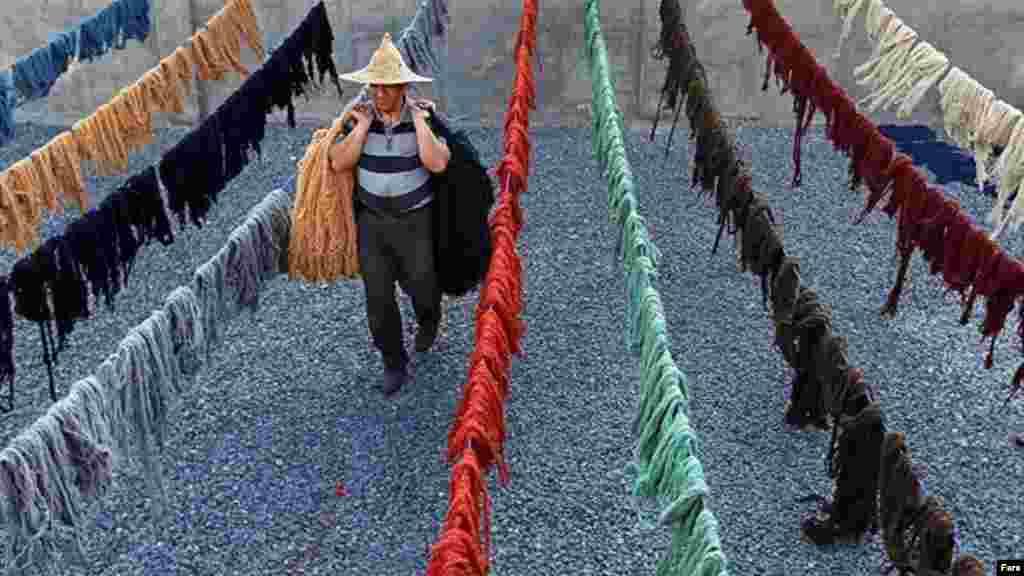 قالیهایی به رنگ طبیعت در روستاهای فراهان در اراک. عکس: محمد وروانیفراهانی