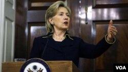 La secretaria de Estado, Hillary Clinton, se reunió con los senadores para solicitar la aprobación del tratado con Rusia antes de fin de año.