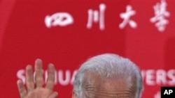 美国副总统拜登8月21日在四川大学演说