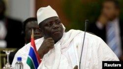 រូបឯកសារ៖ ប្រធានាធិបតីហ្គំប៊ី លោក Yahya Jammeh ចូលរួមក្នុងជំនួបកំពូលអាហ្វ្រិកនិងទ្វីបអាមេរិកខាងត្បូង កាលពីឆ្នាំ២០០៩។