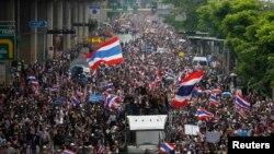 Policija procenjuje da je na anti-vladinim demonstracijama bilo oko 30 hiljada ljudi, Bangkok 25. novembar 2013.