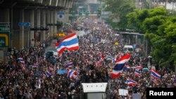 معترضان ضد دولتی به سمت وزارت دارایی در بانکوک حرکت می کنند - ۲۵ نوامبر ۲۰۱۳