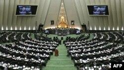 د ایران د مجلس د ۲۱۳ حاضرو غړو څخه، ۱۹۹ یې د لایحې په طرفدارۍ رایې ورکړي
