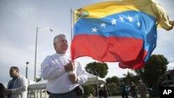 En febrero, miles de venezolanos eligieron al candidato de oposición al presidente Chávez en elecciones primarias en Florida.