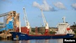 Một con tàu chở bauxite của tập đoàn khoáng sản Trung Quốc. (Ảnh minh hoạ)