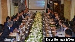 پاکستان اور بھارت کے حکام واہگہ بارڈر پر کرتارپور راہداری پر مذاکرات کر رہے ہیں۔
