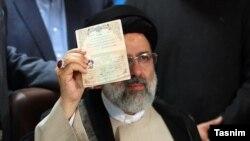 ابراهیم رئیسی، یکی از نامزدهایی است که به خاطر عملکردش در قوه قضاییه مورد انتقاد کاربران شبکه های اجتماعی قرار گرفته است.