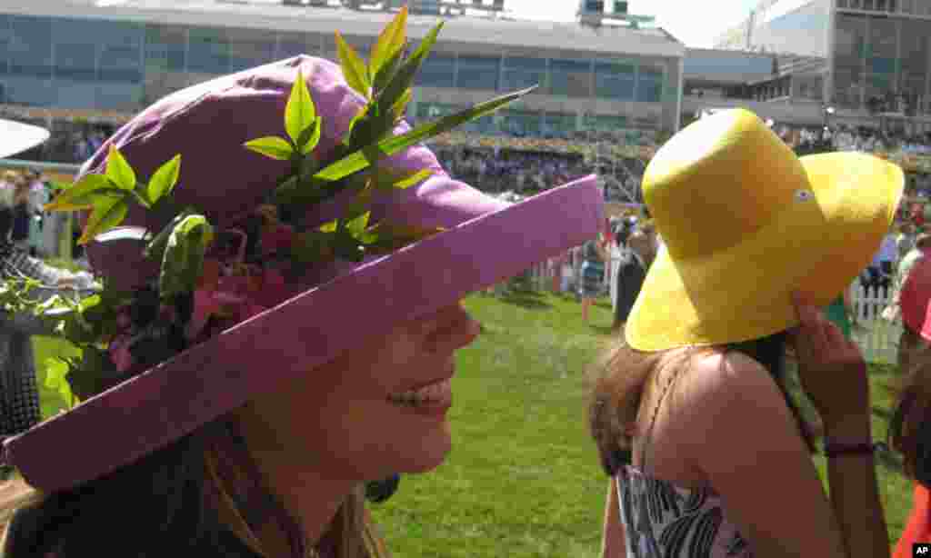 Racegoers are known for wearing ornate hats to get in the spirit. (VOA - C. Babb)
