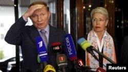 Екс-президент України Леонід Кучма та представник ОБСЄ Хайді Тальявіні. Мінськ, 6 травня 2015 року
