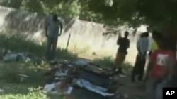 Imagens de corpos sem vida recolhidas pela Televisão estatal nigeriana em resultado dos ataques da Boko Haram a postos de polícia, igrejas e uma base militar