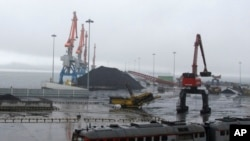 北韓羅先經濟特區內待發的運煤貨船(資料圖)