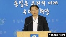 김형석 한국 통일부 대변인이 12일 정부서울청사 합동브리핑룸에서 주요 현안에 대한 브리핑을 하고 있다.