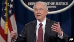 3月2日司法部部長塞申斯在華盛頓司法部新聞發佈會上。