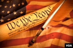 """美国国旗和宪法中开宗明义的文字:""""我们,人民……""""中国人在争论是否应该借鉴美国式宪政"""