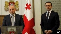 Новий міністр оборони Грузії Міндія Джанелідзе (л)