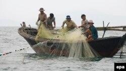 Thời gian gần đây, ngư dân Việt Nam gặp nhiều khó khăn khi duy trì sinh kế. (Ảnh tư liệu)
