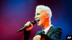 Vokalis perempuan band Roxette asal Swedia, Marie Fredriksson saat tampil di Papp Laszlo Budapest Sports Arena, Budapest, Hungaria, 19 Mei 2015. (Foto: dok).