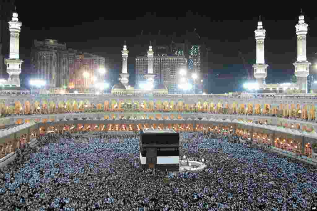 Muslim pilgrims circle the Kaaba to pray inside the Grand mosque in the holy city of Mecca, Saudi Arabia, October 23, 2012.