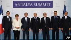 Les leaders de l'UE observent une minute de silence, Sommet du G-20, Turquie, 16 novembre 2015.