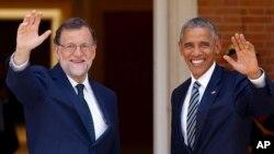 លោកប្រធានាធិបតី បារ៉ាក់ អូបាម៉ា និងលោក Mariano Rajoy នាយករដ្ឋមន្ត្រីស្តីទីរបស់ប្រទេសអេស្បាញជួបគ្នានៅវិមាន Moncloa ក្នុងទីក្រុងម៉ាឌ្រីដ កាលពីថ្ងៃទី១០ ខែកក្កដា។