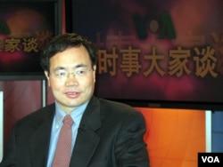 博讯网创办人韦石2007年参加美国之音节目(美国之音拍摄)