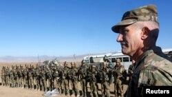 Le commandant des forces américaines et de l'Otan en Afghanistan, le général John Nicholson, parle à ses troupes à Logar, 30 novembre 2017.