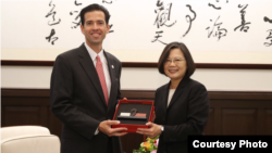 台湾总统蔡英文2019年10月17日接见美国共和党国际事务协会访问团(台湾总统府提供)
