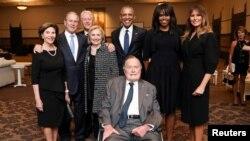 Экс-президенты США и бывшие первые леди: Джордж Буш-старший, Лора Буш, Джордж Буш-младший, Билл Клинтон, Хиллари Клинтон, Барак Обама, Мишель Обама и первая леди Мелания Трамп (архивное фото)
