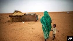 苏丹北部达尔富尔地区的难民(资料图)