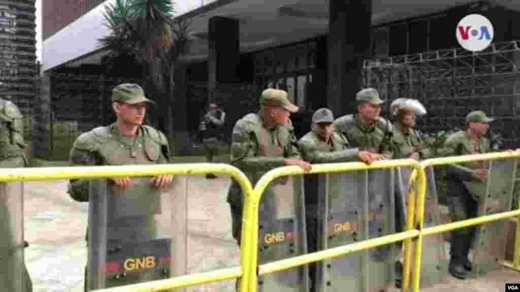 Barricada de la GNB bloqueó inmediaciones de la Asamblea Nacional en Venezuela.
