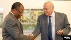 El acuerdo se firmó entre el embajador haitiano Duly Brutus y el secretario general de la OEA, José Miguel Insulza.
