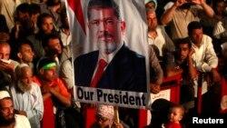 Người ủng hộ Tổng thống bị lật đổ Mohamed Morsi tại một cuộc biểu tình ở Quảng trường al-Rabaa, ngày 27/7/2013.