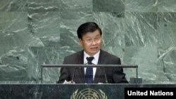 ດຣ ທອງລຸນ ສີສຸລິດ ຮອງນາຍົກລັດຖະມົນຕີ ແລະລັດຖະມົນຕີ ການຕ່າງປະເທດ ສປປ ລາວ ກ່າວຄຳປາໄສ ຕໍ່ກອງປະຊຸມ ສະມັດຊາໃຫຍ່ ສະຫະປະຊາຊາດ ໃນວັນທີ 28 ກັນຍາ 2012 (UN Photo)