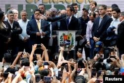 Lider venecuelanske opozicije Juan Guaido, koga su mnoge zemlje priznale kao privremenog predjsednika zemlje, tokom sastanka sa političkim liderima u Karakasu, Venecuela, 27. marta 2019.