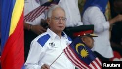 Thủ Tướng Najib Razak đã bị chỉ trích từ năm ngoái liên quan tới các cáo buộc xoay quanh các ngân khoản 'không cánh mà bay' tại công ty đầu tư OneMDB do nhà nước sở hữu.