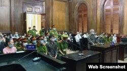 Các thành viên nhóm Hiến pháp tại phiên tòa sơ thẩm ở Tp. HCM ngày 31/7/2020. Photo CAND.